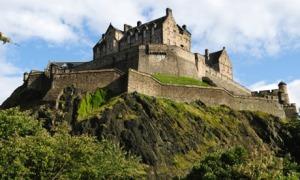 edinburgh-castle-walls-page