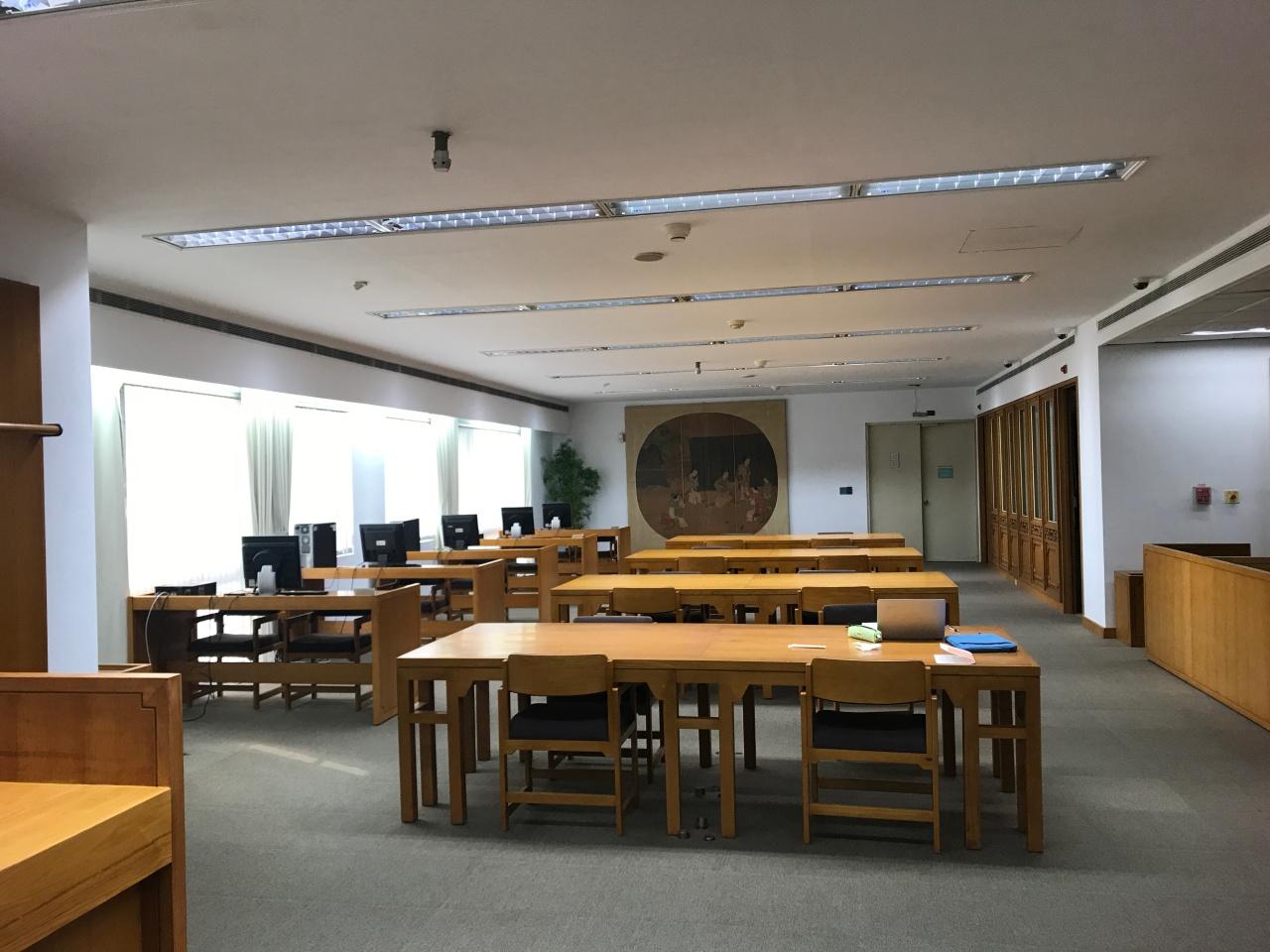 4.古色古香的阅览室.JPG