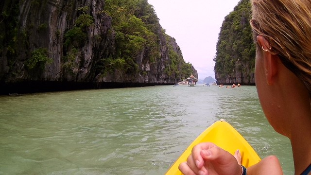 El Nido, Philippines : Kayaking in the Deep Lagoon