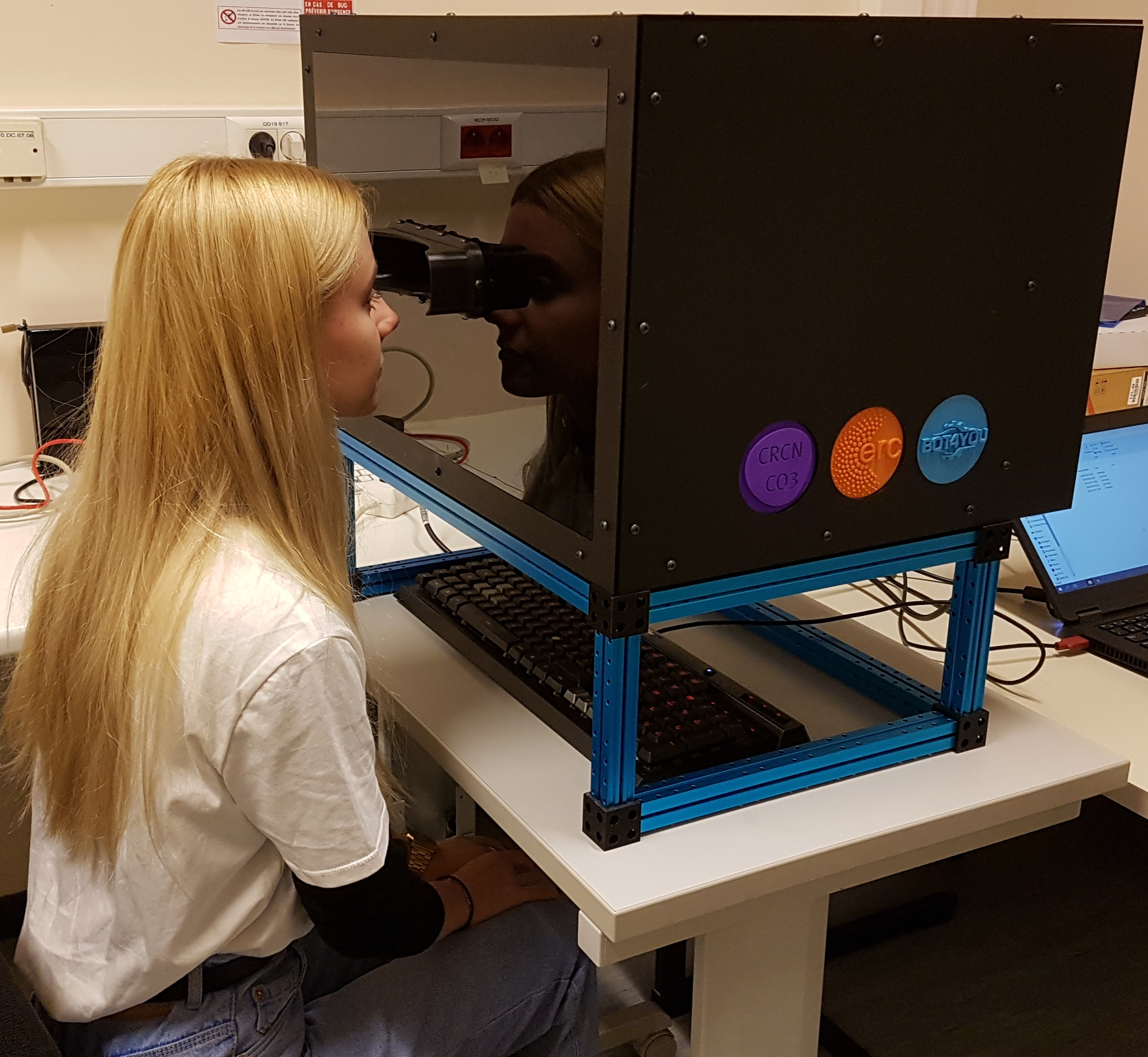 Student looking into the LCD tachistoscope's screen, which can present images for as brief as 2 microseconds.